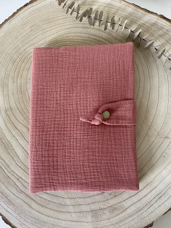 protege carnet de sante double gaze de coton vieux rose - bonheur enfantin